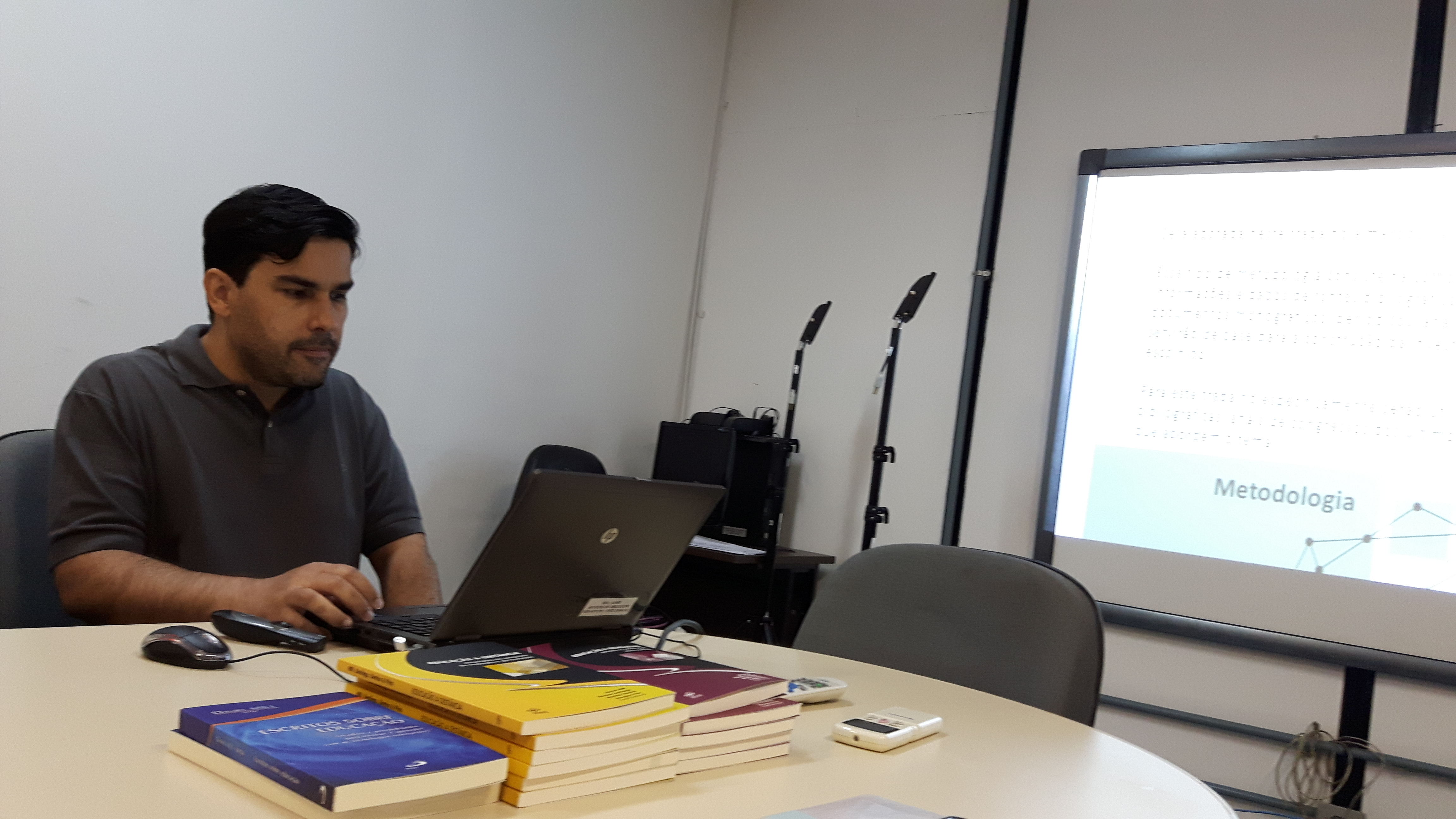 Defesa-Trabalho-de-Conclusão-de-Curso-para-o-curso-de-Especialização-em-Educação-e-Tecnologias.